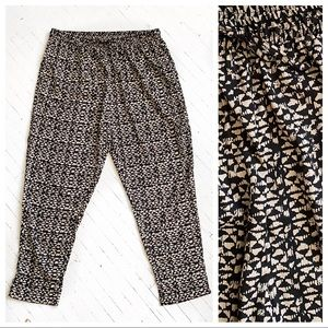 Plus size neutral lounge pants with pockets.